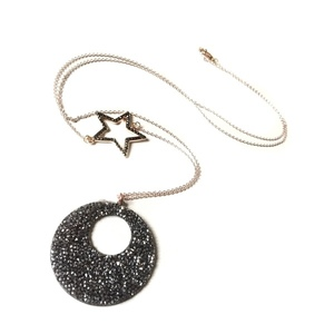 Shiny crystals round necklace