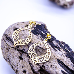 """Lace cut"" earrings in gold"