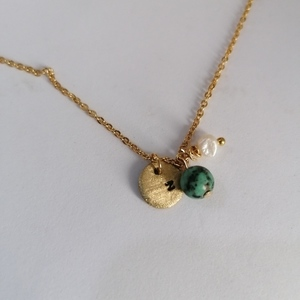 Minimal initial chain necklace with semiprecious stones
