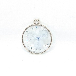 Magic Petals - Light Blue -Pressed Flower Necklace